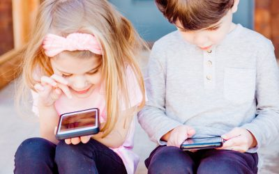 Kids and Cell Phones: When to Give Your Kids Their First Phone